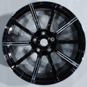 Gloss Black Single Spoke wheel hub for the Aston Martin Vantage