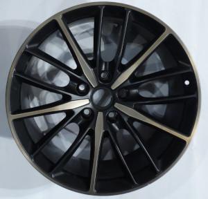 Duo tone wheel hub for the Aston Martin DBS Superleggera